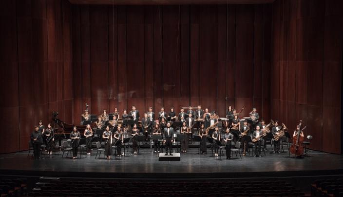 狂美交響管樂團